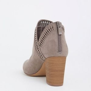 torrid Shoes - Torrid Taupe Gray V-Cut Stacked Bootie 7W NWOT